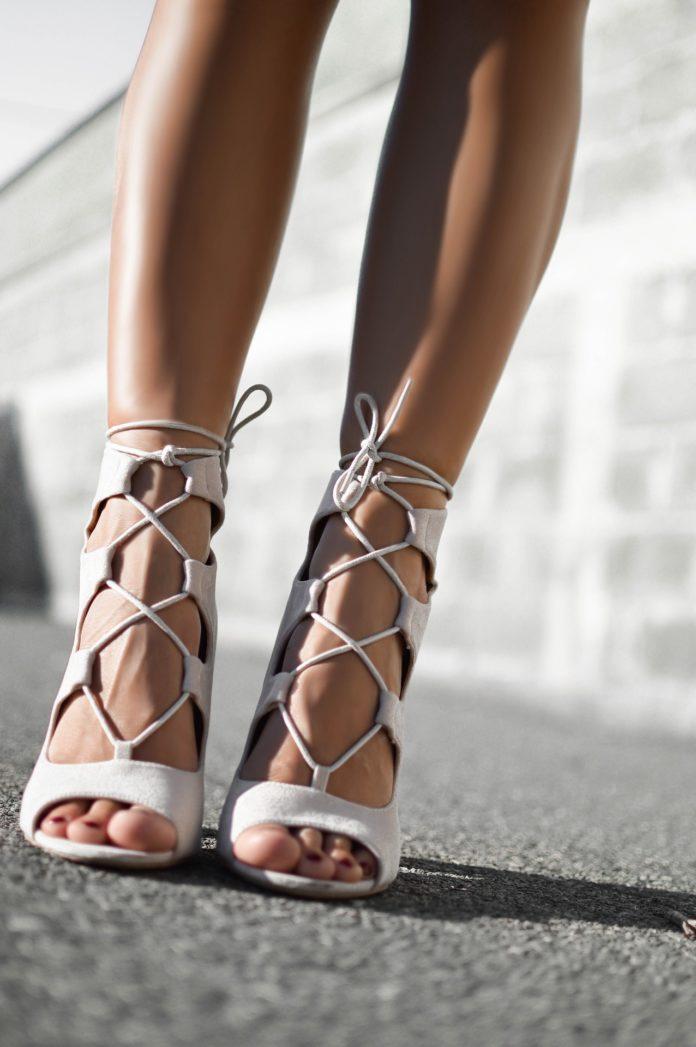 Rzymianki na obcasach – najmodniejsze buty sezonu