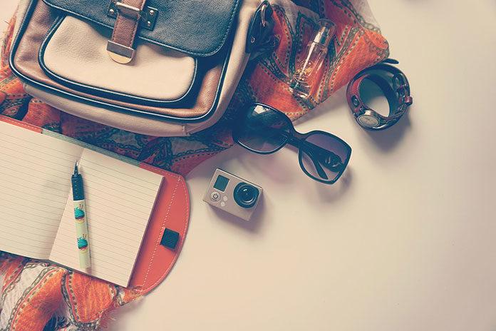 Saszetka nerka - moda i praktyka, która nie raz może uratować przed zgubą